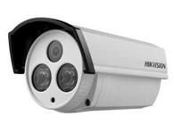 海康威视DS-2CE16F5P-IT5产品类型: 模拟摄像机  产品功能: 红外灯,低照度  成像器件: 1/2.8英寸1.37Mega PICADIS II  有效像素: 1305(水平)×1049(垂直)  产品尺寸: 100.5×88.1×157.3mm  产品重量: 700g